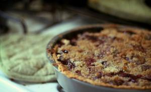 Rhubarb Sour Cream Crunch Pie