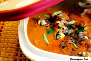 Varutharacha Mathi Curry (Kerala Style Sardines Curry)