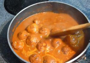 Dum Aloo (Baby Potatoes Cooked In Spicy Gravy)