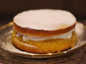 Dandy Victoria Meyer Lemon Sponge Cake