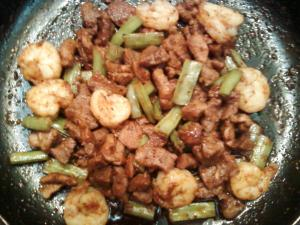 Stir-Fried Pork And Prawns With Wing Beans