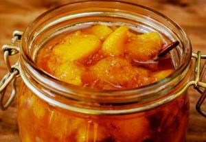 Spiced Peaches In Brandy
