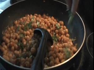 Chana Masala / Spicy Chickpeas (Garbanzo Beans)