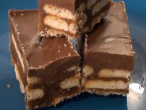 "No Bake Peanut Butter Chocolate ""KitKat"" Bars"