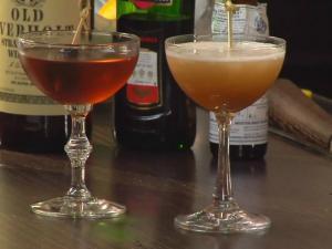 How to Make a Manhattan Cocktail - Stirred or Shaken