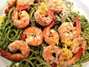 Arugula Pesto, Pasta and Prawns