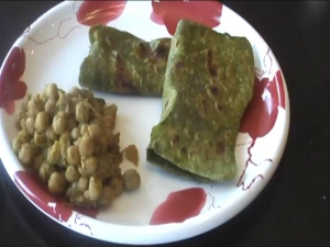 Spinach Paratha / Palak Parantha - Indian Food