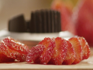 How to Slice Strawberries