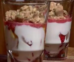 Layered Yoghurt Strawberry Crunch for Babies