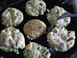 Oats Paniyaram/Savory Oats Pan-Pops (Low Fat)