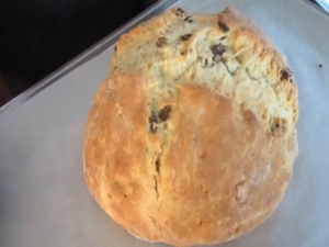 How to make Irish Soda Bread by Betty