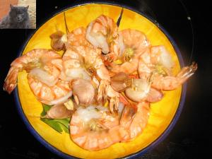Perfectly fried shrimps with garlic