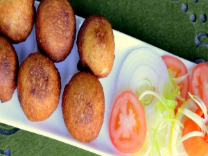 Bread Bonda/ Stuffed Bread Balls - Indian Vegetarian Snack