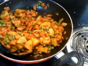 Aloo Gajar Matar / Indian Vegetarian