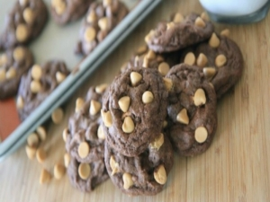 Chewy Chocolate Peanut Butter Chip Cookies (Brownie Cookies)