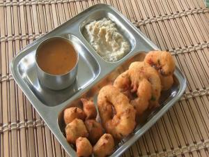 Medu Vada & Mysore Bonda - Urad Daal Vada