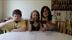 Two Kids Cooking TV: Strawberry & Lemon Mint Iced Tea