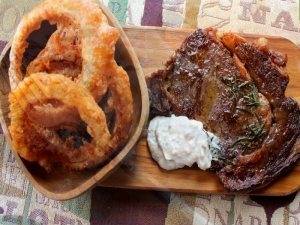 Rib-eye Steak with Crispy Onion Rings and Horseradish Cream