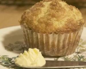 Sour Cream Coffeecake Muffin with Pecans