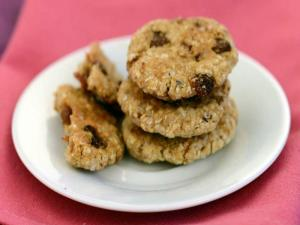 Oat and Raisin Cookies (Healthy Heart and Low Cholesterol) by Tarla Dalal