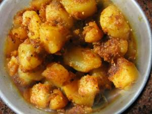 Sookhe Aloo (Dry Potatoes)