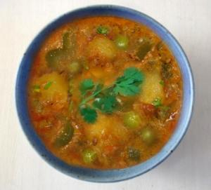Potato Pepper And Pea Curry