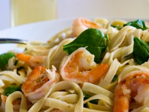 Shrimp Scampi and Spinach Fettuccine