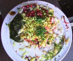 Tasting Tokri Chat at Royal Café, Lucknow