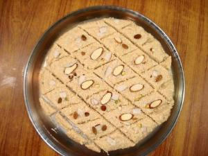 Bad Am Paak ( Almond Halwa )