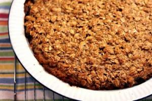 Apple Raisin Crumb Pie
