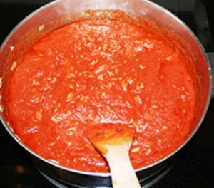 Basic Pasta In Tomato Sauce - Part 2, Preparing Sauce