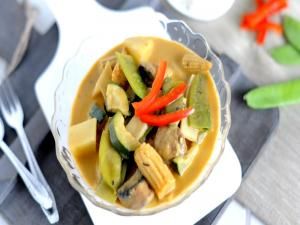 Easy Vegetarian Thai Yellow Curry