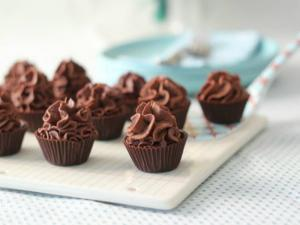 How to Make Chocolate Cups With Mousse Inside