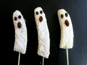 How to Make Banana Ghost Pops- Halloween