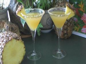 How to Make a Pineapple Cocktail