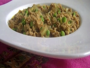 How to Make Chicken Keema Matar Curry