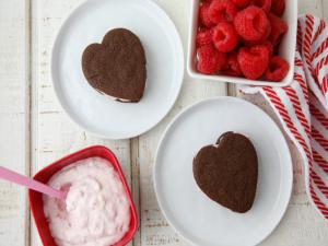 Raspberry Cream Chocolate Cookies - Valentine Desserts