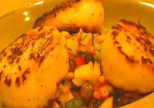 Pan-Seared Scallops and Mango Black Bean Salsa
