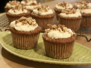 Carrot Cupcakes with Cream Cheese Frosting: Cupcake Show #21