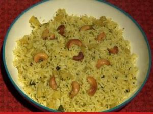 Mamidikaaya Pulihora - Raw mango Yellow Rice
