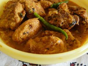 Machher Dimer Kaliya (Fish Egg Fritter Curry)