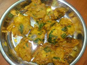 Homemade Spinach Onion Pakoda