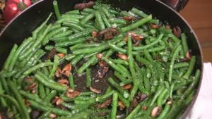 Msuhrooms and Beans with Roasted Garlic