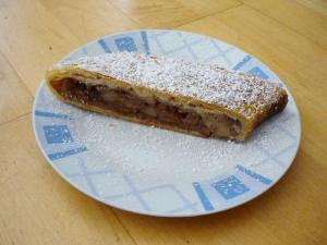 Apple N Raisin Strudel