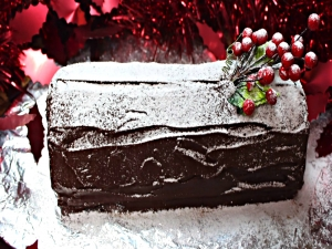 How To Make a Christmas Yule Log Cake