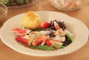 Alaskan King Crab and Strawberry Salad