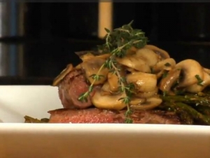 Pan Seared Strip Steak with Fresh mushroom, Thyme Sauce and Roasted Asparagus
