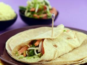 Whole Wheat Salad Hummus Wrap (Healthy Heart & Low Calorie Snack)