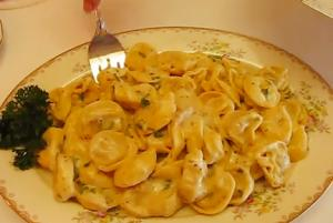 Chicken And Prosciutto Tortelloni Alfredo