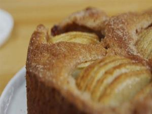 Apple, Cinnamon and Pecan Tea Cake
